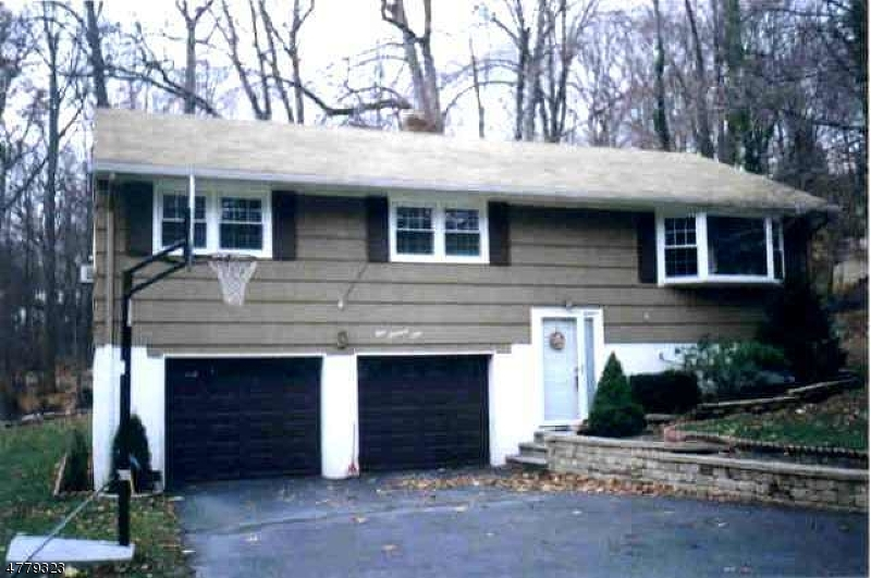 Single Family Home for Sale at 101 Star Lake Road 101 Star Lake Road Bloomingdale, New Jersey 07403 United States