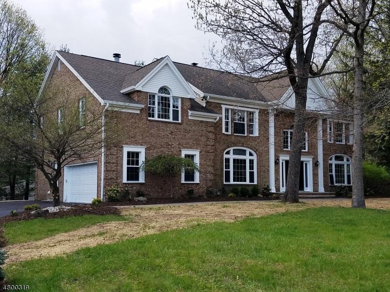 Tek Ailelik Ev için Satış at 16 DOMINICK Court Cedar Grove, New Jersey 07009 Amerika Birleşik Devletleri