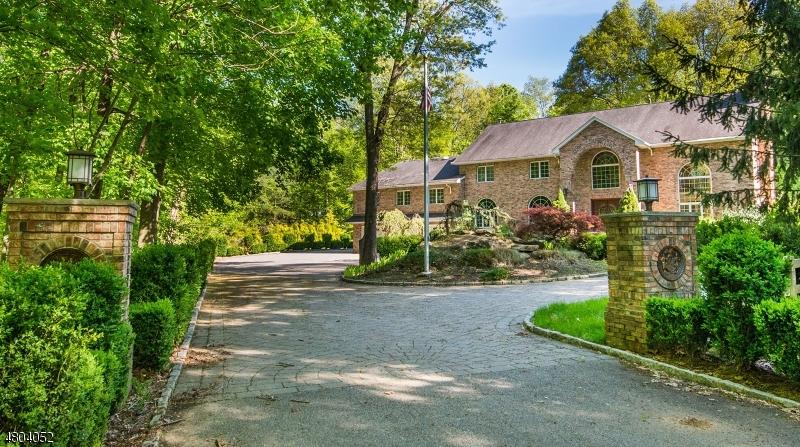 Частный односемейный дом для того Продажа на 824 Ramapo Valley Road Oakland, Нью-Джерси 07436 Соединенные Штаты