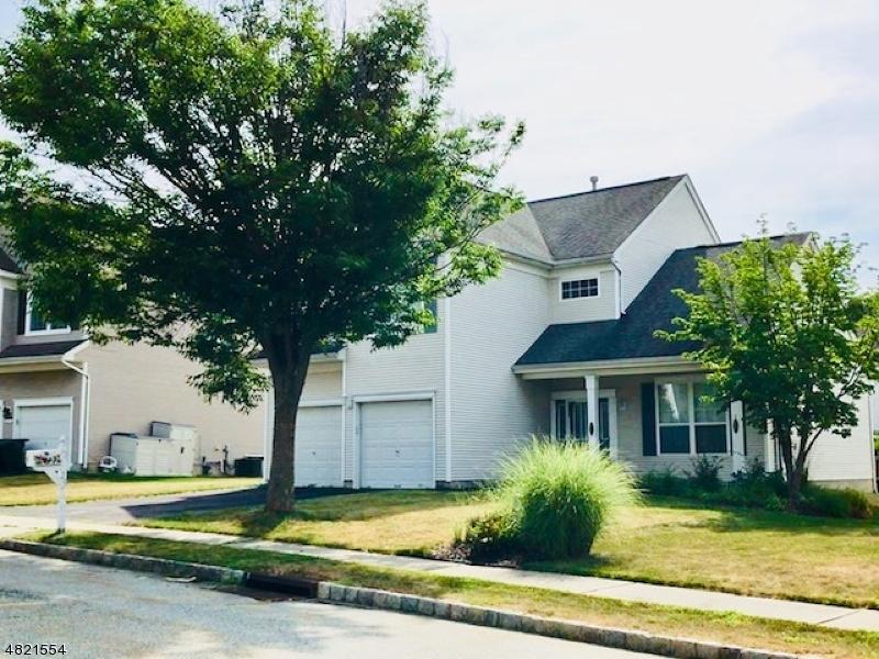 Nhà ở một gia đình vì Bán tại 25 ROLLING RAPIDS Court Hackettstown, New Jersey 07840 Hoa Kỳ