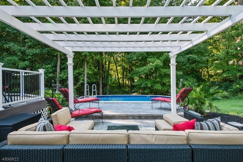 Casa para uma família para Venda às 3 MARA Lane Byram Township, Nova Jersey 07871 Estados Unidos