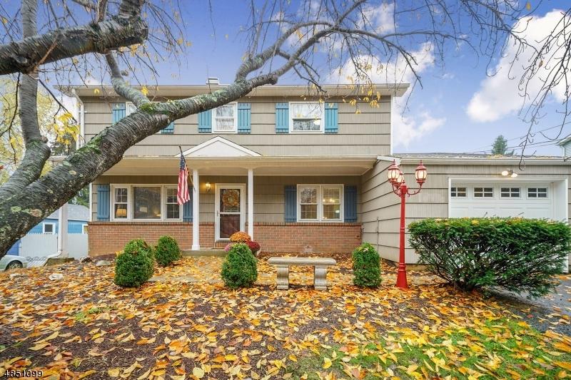 Maison unifamiliale pour l Vente à 909 GRAND Avenue Hackettstown, New Jersey 07840 États-Unis