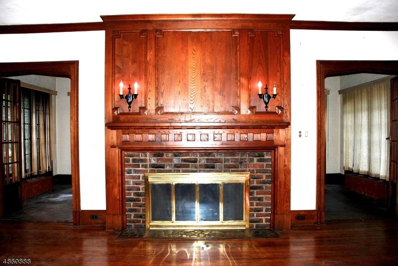 Частный односемейный дом для того Продажа на 601 IRVINGTON Avenue Hillside, Нью-Джерси 07205 Соединенные Штаты