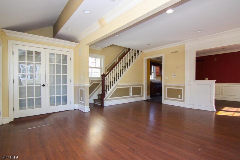 Частный односемейный дом для того Продажа на 85 BEVERLY Road Oradell, Нью-Джерси 07649 Соединенные Штаты