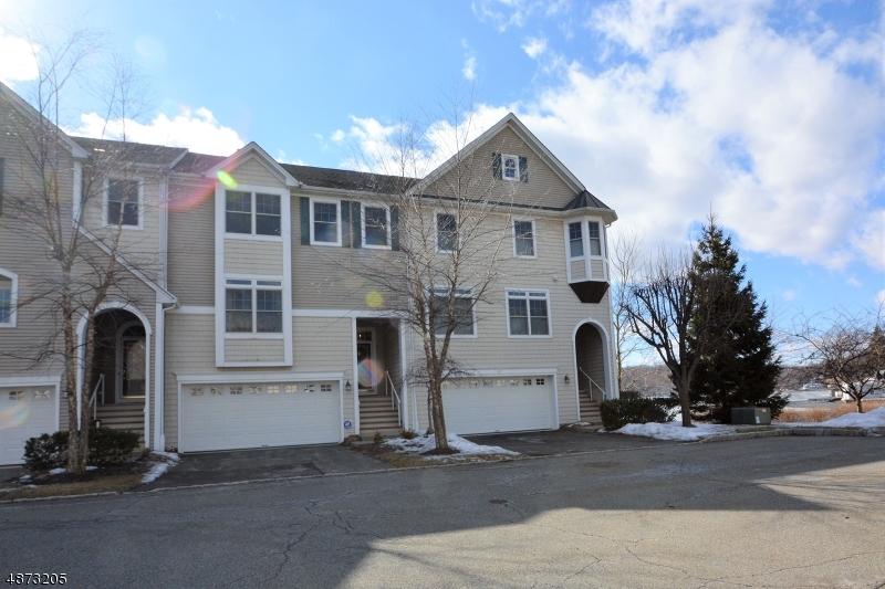 Condo / Townhouse pour l Vente à 30 WINDJAMMER LANE Mount Arlington, New Jersey 07856 États-Unis