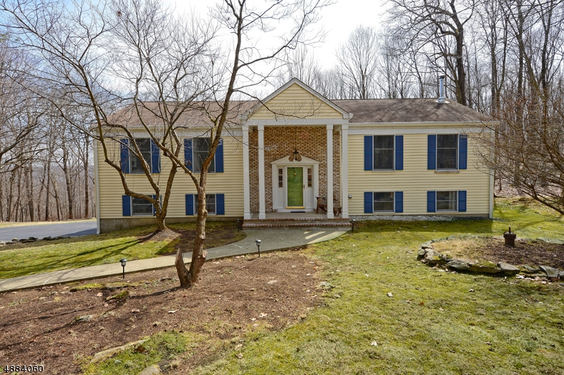 Single Family Home for Sale at 28 High Crest Dr Sparta, New Jersey 07871 United States