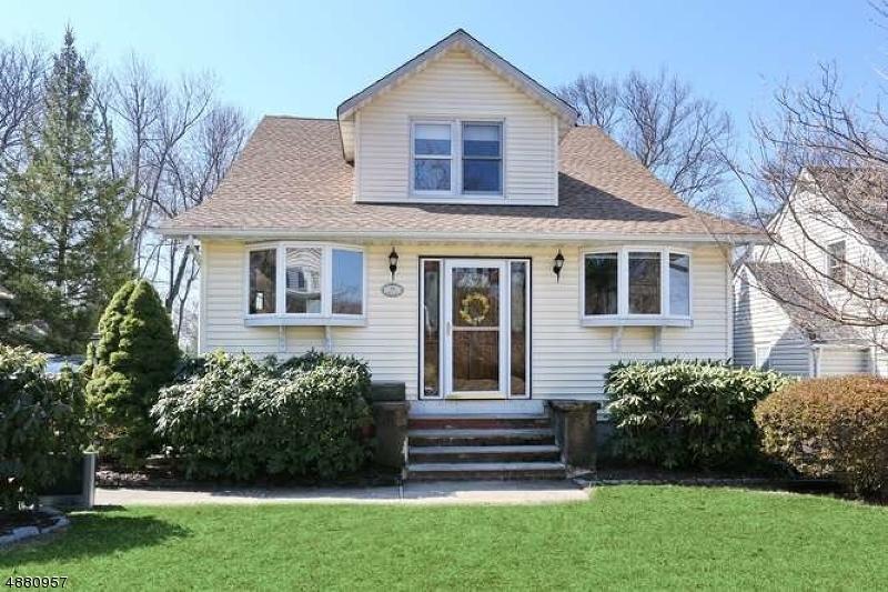 Maison unifamiliale pour l Vente à 64 HILL Street Midland Park, New Jersey 07432 États-Unis