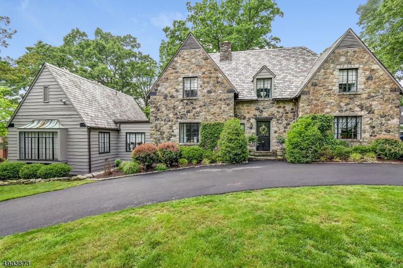 Property 为 销售 在 Essex Fells, 新泽西州 07021 美国