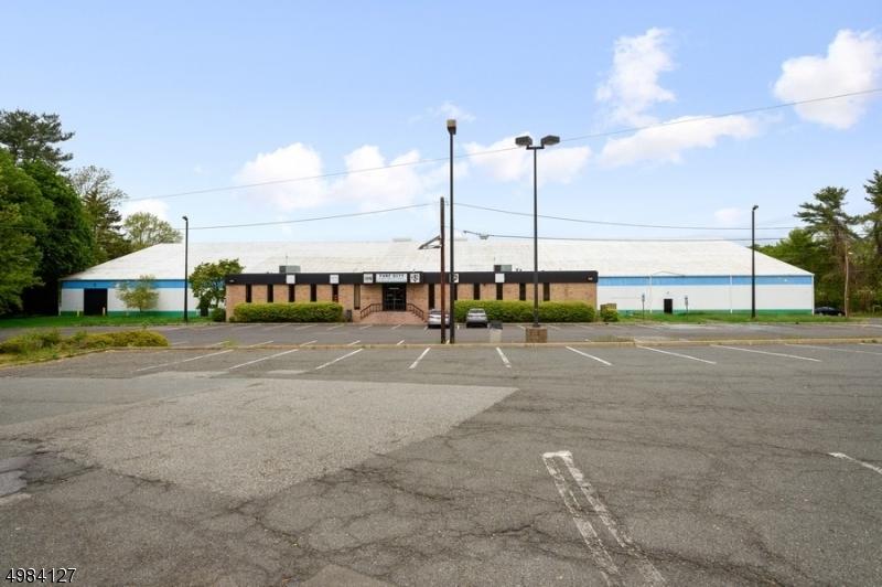 Commercial pour l Vente à Wayne, New Jersey 07405 États-Unis