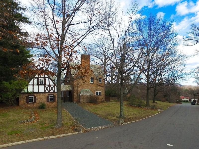 独户住宅 为 销售 在 66&68 Templar Way 萨米特, 07901 美国