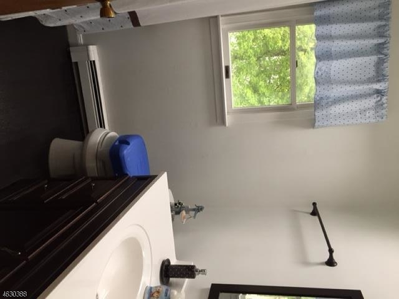 Additional photo for property listing at 9 Sycamore Avenue  希尔斯代尔, 新泽西州 07642 美国