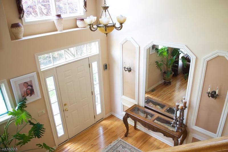 Частный односемейный дом для того Продажа на 47 Pacio Court Roseland, 07068 Соединенные Штаты