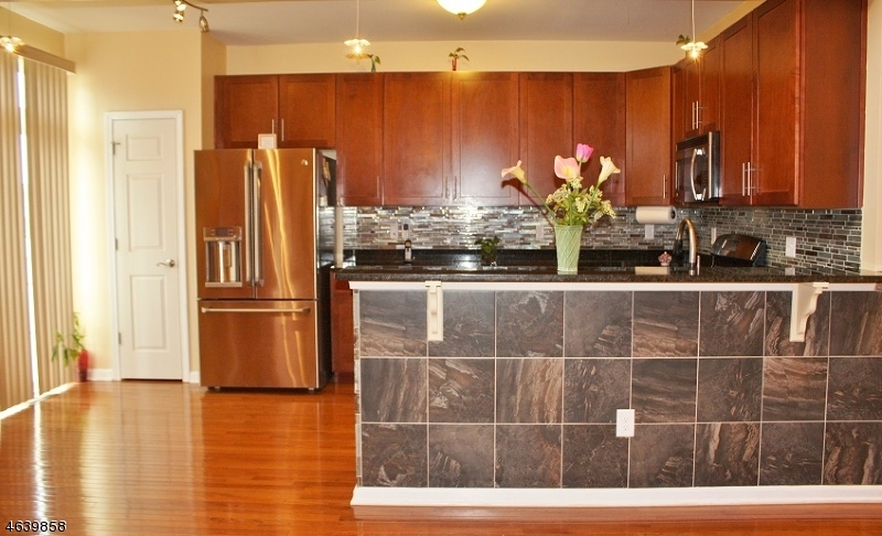 Additional photo for property listing at 26 Tudor Drive  Somerset, Nueva Jersey 08873 Estados Unidos