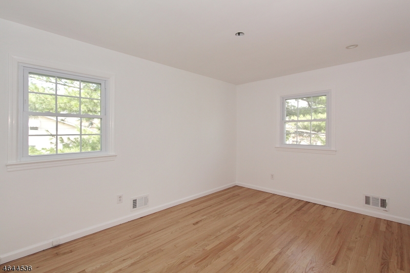 Additional photo for property listing at 768-770 RAHWAY Avenue  Elizabeth, New Jersey 07202 États-Unis