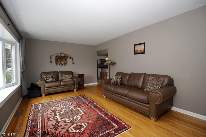 Additional photo for property listing at 195 S Moetz Drive  Milltown, New Jersey 08850 États-Unis