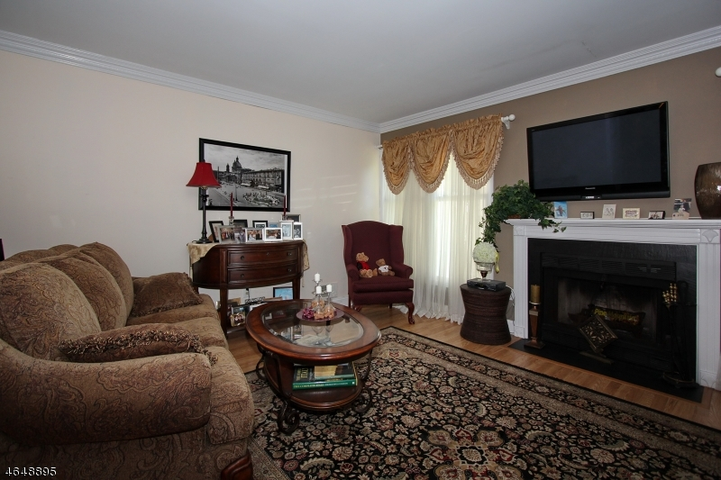 Additional photo for property listing at 117 Hawthorne Court  Rockaway, New Jersey 07866 États-Unis