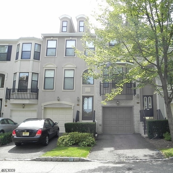 Additional photo for property listing at 450 Hartford Drive  Nutley, Нью-Джерси 07110 Соединенные Штаты