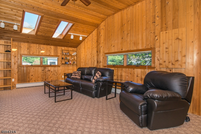 Additional photo for property listing at 1 Navajo Trail  West Milford, Нью-Джерси 07480 Соединенные Штаты