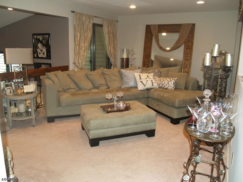 Casa Unifamiliar por un Alquiler en 5 Charles Way Clinton, Nueva Jersey 08809 Estados Unidos