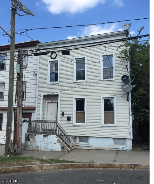 Многосемейный дом для того Продажа на 71 Jersey Street Paterson, Нью-Джерси 07501 Соединенные Штаты
