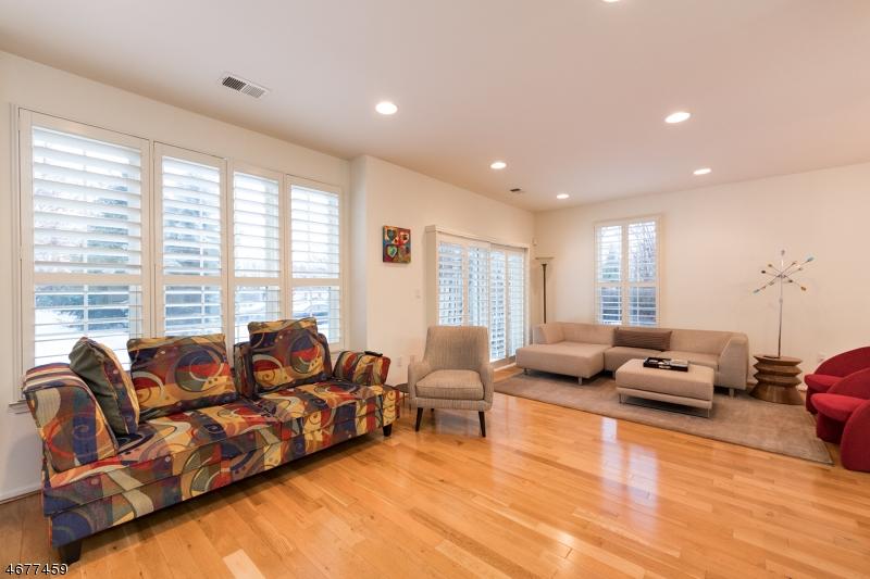 Частный односемейный дом для того Аренда на 723 Firethorn Drive Union, Нью-Джерси 07083 Соединенные Штаты