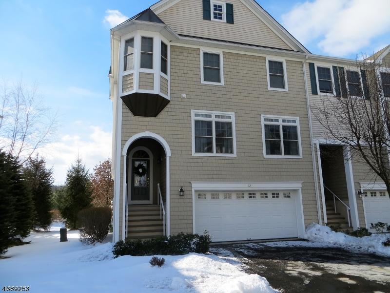 独户住宅 为 销售 在 32 Lakeshore Drive 阿灵顿山, 07856 美国