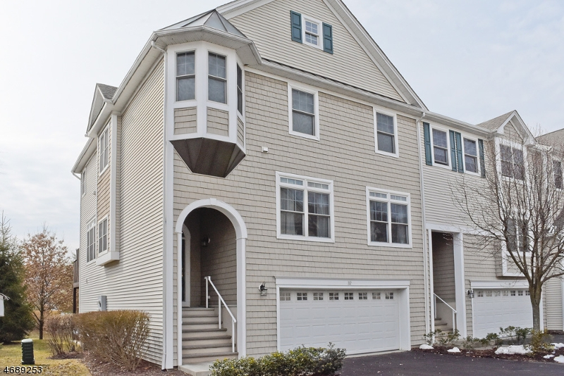 Maison unifamiliale pour l Vente à 32 Lakeshore Drive Mount Arlington, New Jersey 07856 États-Unis
