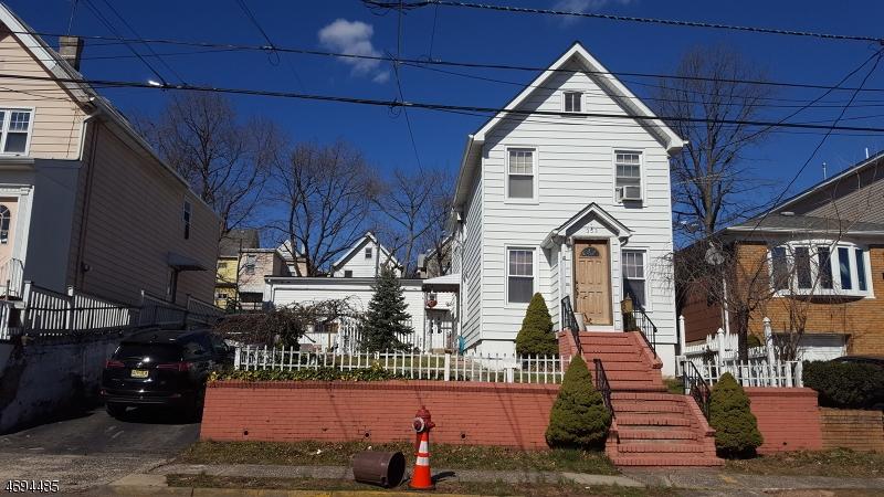 Maison unifamiliale pour l Vente à 351 Forest Street Kearny, New Jersey 07032 États-Unis