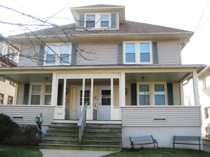 Casa Unifamiliar por un Alquiler en 254 W Franklin Street Bound Brook, Nueva Jersey 08805 Estados Unidos