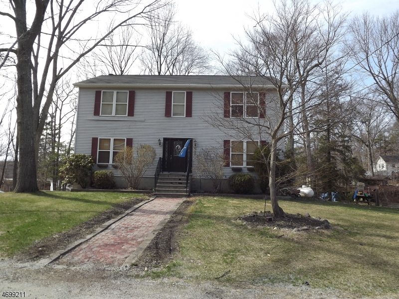 Additional photo for property listing at 9 Wenonah Court  West Milford, New Jersey 07421 Stati Uniti