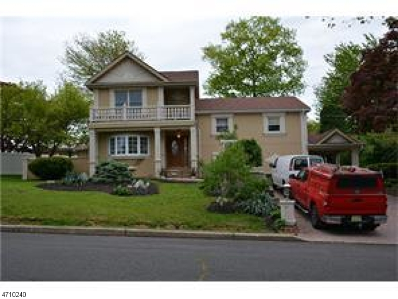 واحد منزل الأسرة للـ Sale في 45 Carolyn Avenue Colonia, New Jersey 07067 United States