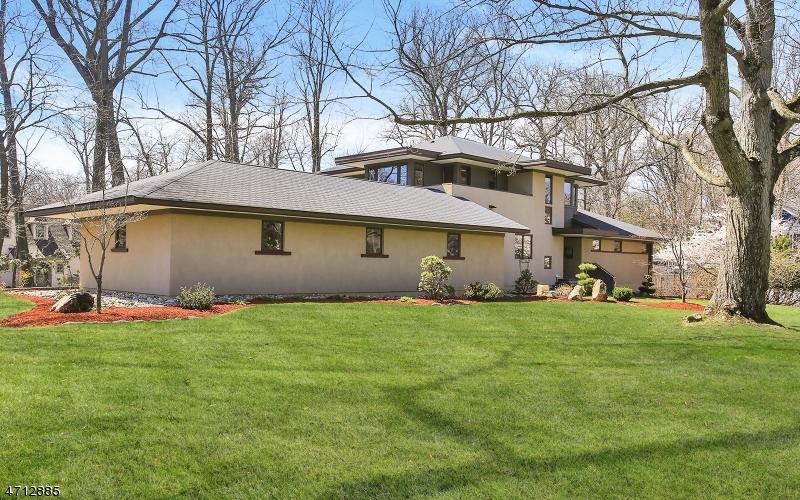 Частный односемейный дом для того Продажа на 701 Lawrence Avenue Westfield, Нью-Джерси 07090 Соединенные Штаты