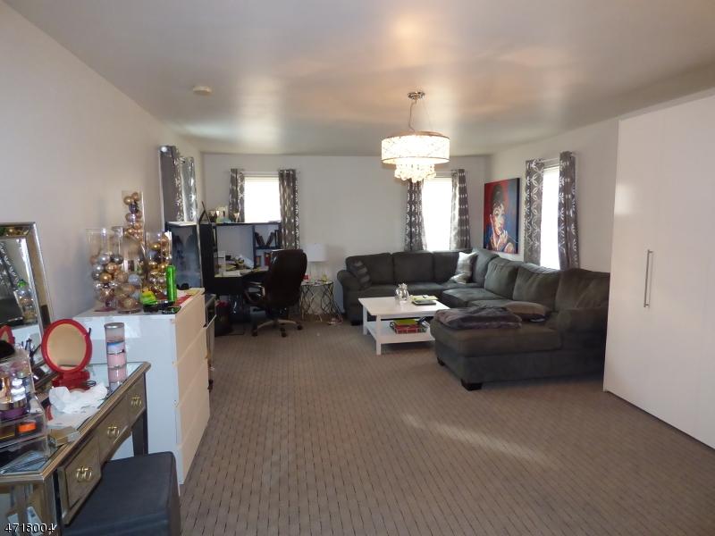 独户住宅 为 出租 在 38 NWK POMPTON TPKE 小瀑布市, 新泽西州 07424 美国