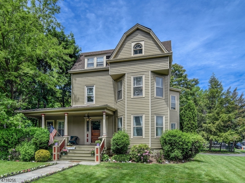 glen ridge mature singles Comparison of 14 clinton rd, glen ridge, nj 07028 with nearby homes:  22%  more expensive larger lot 20 years older  unknown cooling: unknown year  built: 1910 property type: single family date updated: 09/03/2018 units: 1.