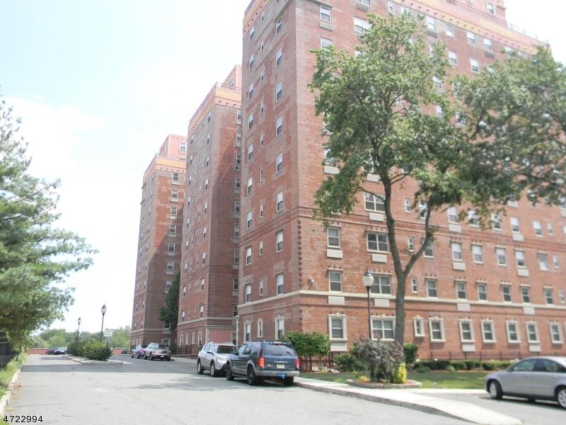 Maison unifamiliale pour l à louer à 70 South Munn Avenue East Orange, New Jersey 07018 États-Unis