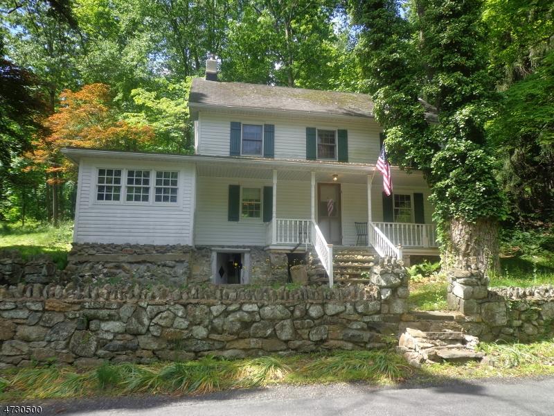Maison unifamiliale pour l Vente à 18 Long View Road Tewksbury Township, New Jersey 08833 États-Unis