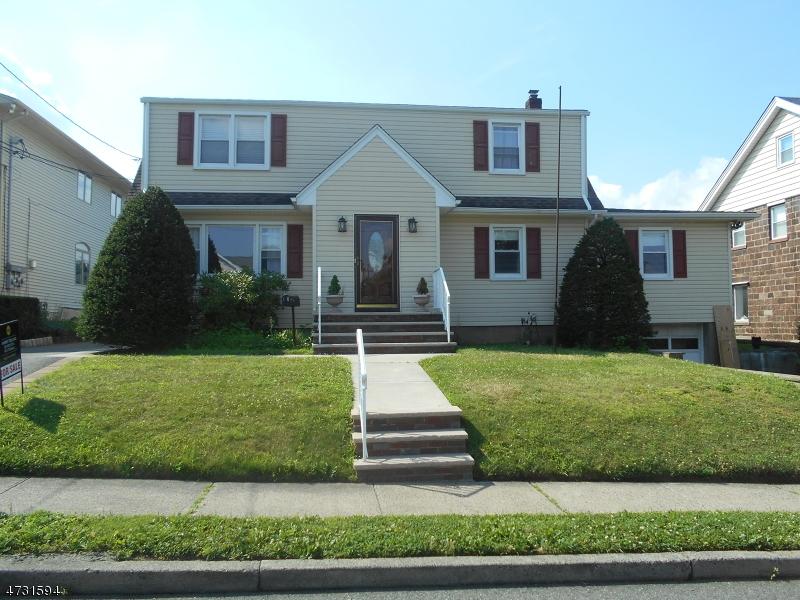 Многосемейный дом для того Продажа на 10 Martha Avenue Elmwood Park, 07407 Соединенные Штаты