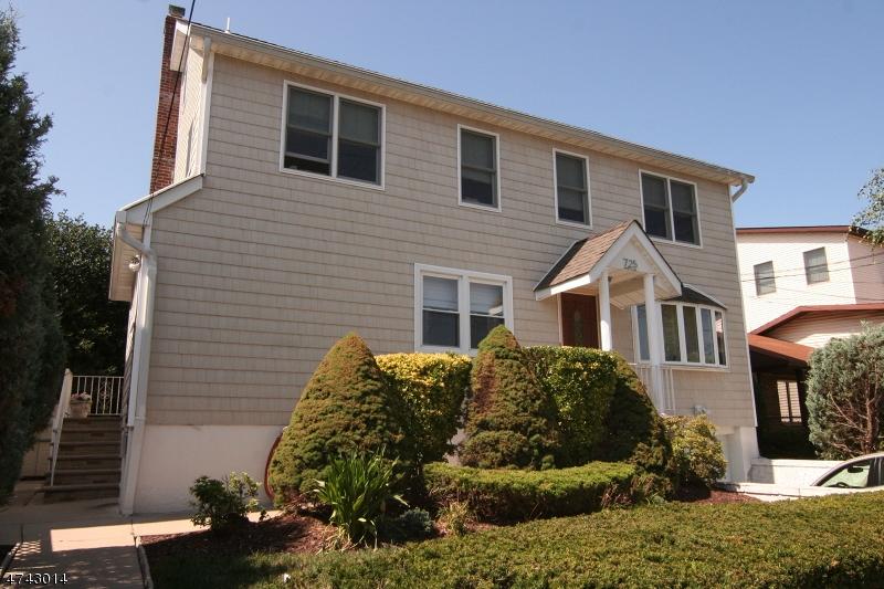 Частный односемейный дом для того Аренда на 725 Stuyvesant Avenue Lyndhurst, Нью-Джерси 07071 Соединенные Штаты