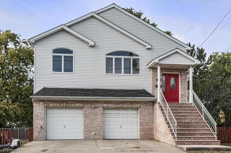 واحد منزل الأسرة للـ Sale في 120 E Clifton Avenue 120 E Clifton Avenue Clifton, New Jersey 07011 United States