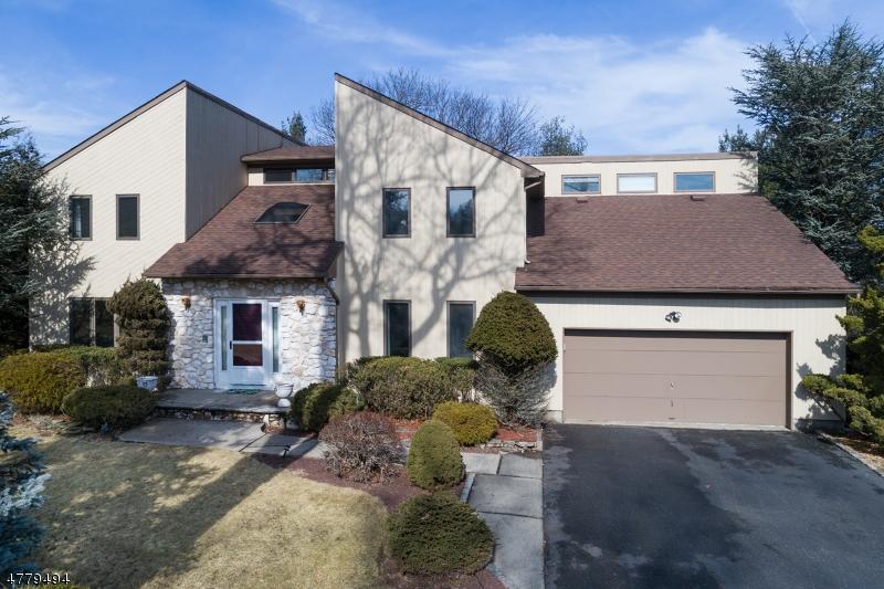 独户住宅 为 销售 在 30 Howell Drive 维罗纳, 新泽西州 07044 美国