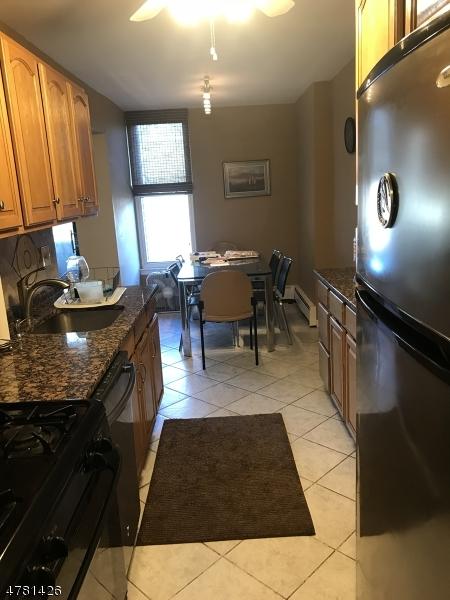 Casa Unifamiliar por un Alquiler en 9 River Road Nutley, Nueva Jersey 07110 Estados Unidos