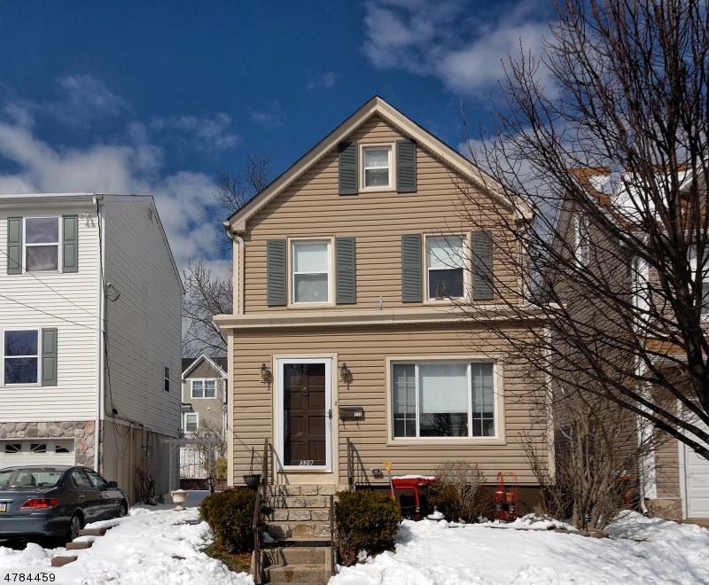 Maison unifamiliale pour l Vente à 328 Willow Avenue Garwood, New Jersey 07027 États-Unis
