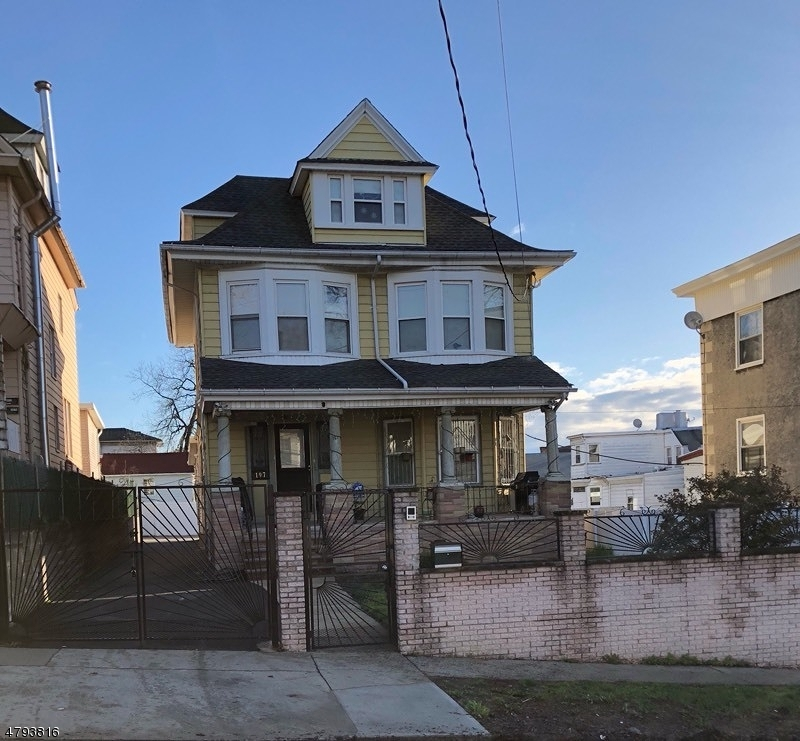 Single Family Home for Sale at 197 Grafton Avenue Newark, New Jersey 07104 United States