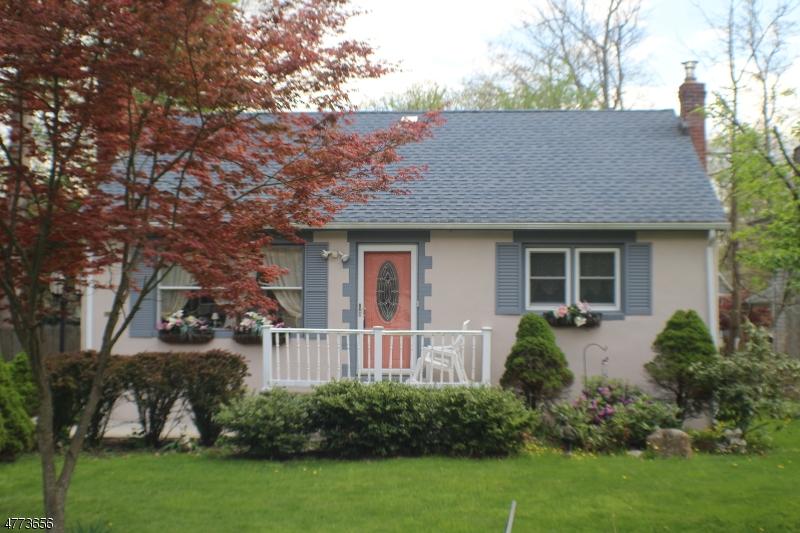 Maison unifamiliale pour l Vente à 13 Broad Avenue Byram Township, New Jersey 07874 États-Unis