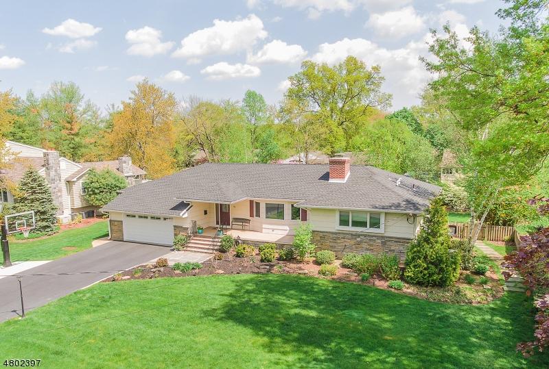 独户住宅 为 销售 在 33 Windham Place 格伦洛克, 新泽西州 07452 美国