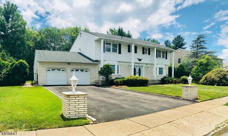 独户住宅 为 销售 在 35 LEBEDA Drive Fairfield, 新泽西州 07004 美国