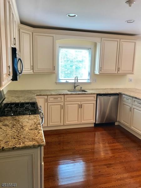 Additional photo for property listing at 35 LEBEDA Drive  Fairfield, New Jersey 07004 Amerika Birleşik Devletleri
