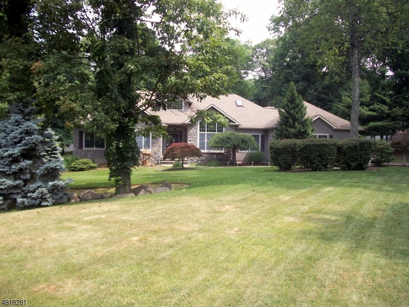 Single Family Home for Sale at 16 STONE RIDGE Road Vernon, New Jersey 07461 United States