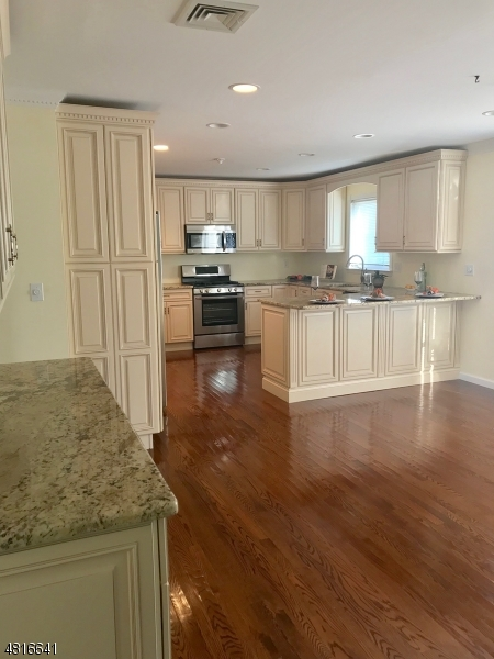 Enfamiljshus för Försäljning vid 35 LEBEDA Drive Fairfield, New Jersey 07004 Förenta staterna