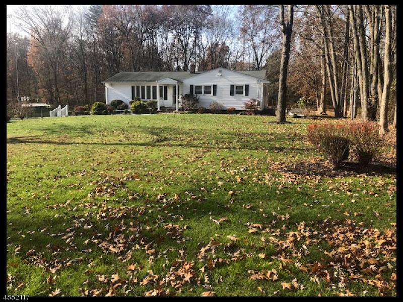 Nhà ở một gia đình vì Thuê tại 5 MAKIN Lane Roxbury Township, New Jersey 07876 Hoa Kỳ